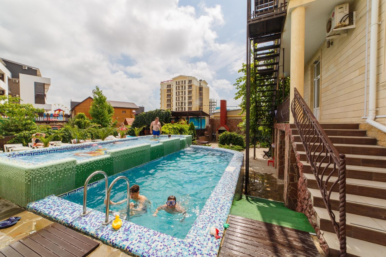 Детский и взрослый бассейн